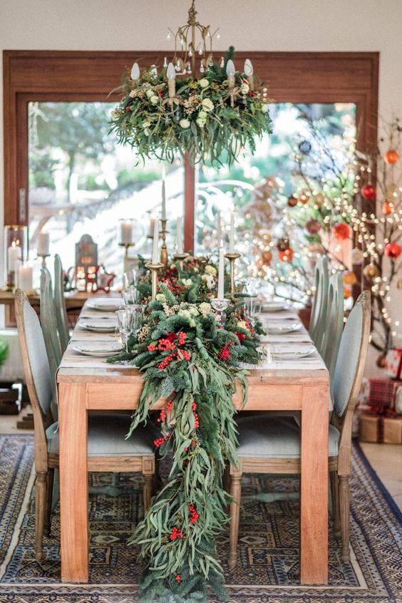 Salle à manger pour le dîner de Noël en dorade